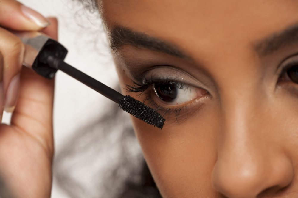 f4322890eaf Do you know what qualities a decent mascara should have so as to coat  lashes well without flaking off or causing damages? Learn the properties of a  good ...